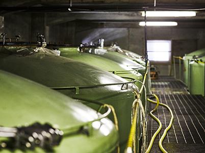長期熟成酒が貯蔵されたタンク